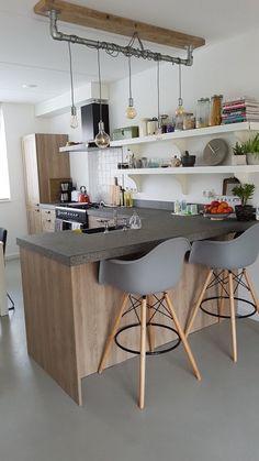 Landelijk houten keuken met schiereiland & industriële details