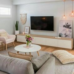 274 mentions Jaime 6 commentaires Simple Style Co. (Simple Style Co) sur I in 2019 Small Living Room Decor, Interior Design Living Room, House Interior, Home, Apartment Living Room, Living Room Decor Apartment, Room Design, Room Decor, Apartment Decor