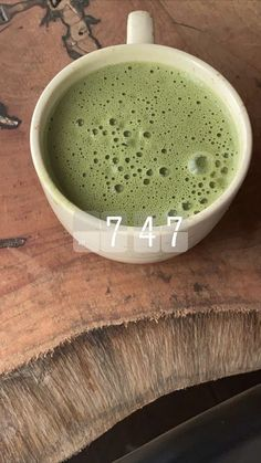 matcha latte in white mug Food Porn, Aesthetic Food, Aesthetic Green, Food Inspiration, Love Food, Cravings, Food And Drink, Healthy Eating, Yummy Food