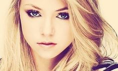 she's so pretty, can i please be her? kthankss.