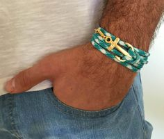 Bracelet - hommes d'ancrage Bracelet - Bracelet pour homme bijoux - cadeau homme - marin - copain cadeau - mari cadeau pour hommes - cadeau pour les hommes Vous cherchez un cadeau pour votre homme? Vous avez trouvé l'objet parfait pour cela! Le bracelet simple et belle combine tissu turquoise et blanc qui enveloppe 3 fois sur la main et un plaqué or pendentif ancre. Longueur: 20,8(53 cm) + rallonge de 2 po (5 cm). Taille du pendentif: 3,5 cm Besoin d'une longueur différente suffit…