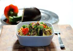 Salade de quinoa aux légumes rôtis! 355 calories / 44 g glucides / 10 g gras / 23 g protéines / 7 g fibres