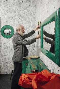 Barnaba Fornasetti nel suo nuovo negozio di Corso Venezia a Milano /// Barnaba Fornasetti in his new store in Corso Venezia in Milan • Photo Lea Anouchinsky