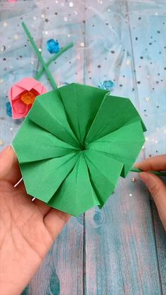 creative crafts let's do together!😘😘😍😍 Crafts To Do When Your Bored, Fun Crafts To Do, Cool Paper Crafts, Paper Flowers Craft, Diy Crafts For Gifts, Origami Flowers, Creative Crafts, Paper Garlands, Paper Decorations