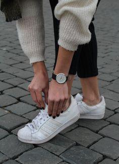 mochila zara, adidas superstar, pantalon jogger bershka, reloj marc bale