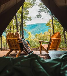 Who wouldn't want to wake up to this ☀️ 🌲The perfect Cabin / Camping view - Ways To Wake Up, Catskill Mountains, Cabins In The Woods, Campsite, Outdoor Furniture, Outdoor Decor, Caravan, Outdoor Spaces, Beautiful Places
