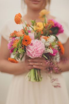 beautifully bright bouquet // photo by nbarrett photography