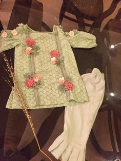 ayeshaniazi and u Baby Girl Frock Design, Baby Girl Dress Patterns, Kids Frocks Design, Baby Frocks Designs, Stylish Dresses For Girls, Little Girl Dresses, Girls Dresses Sewing, Baby Dresses, Pakistani Kids Dresses