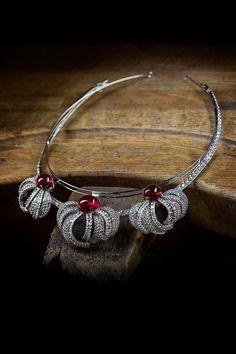 "Cartier, the star of Olivier Dahan's ""Grace of Monaco"" movie at the Festival de Cannes Garnet Jewelry, Royal Jewelry, High Jewelry, Diamond Jewelry, Unique Jewelry, Grace Kelly, Patricia Kelly, Cartier Jewelry, Jewelery"