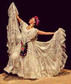 Traditional Jarocha dancer