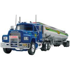 Revell Mack R Conventional and Fruehauf Tanker 1:32 Model Kit