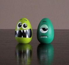 Funny Easter Egg Painted eggs cascarones decorados Easter Egg Decorating Ideas for 2019 - Hike n Dip Funny Easter Eggs, Easter Egg Crafts, Easter Subday, Funny Eggs, Bunny Crafts, Easter Party, Easter Table, Easter Decor, Easter Gift