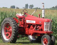 A Beautiful View on An #Iowa Road~ IH Tractor!