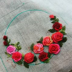 Getting to Know Brazilian Embroidery - Embroidery Patterns Bullion Embroidery, Embroidery Works, Rose Embroidery, Learn Embroidery, Hand Embroidery Stitches, Embroidery For Beginners, Hand Embroidery Designs, Embroidery Techniques, Machine Embroidery