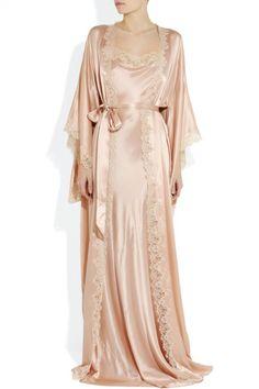 Jenny Packham lingerie - Silk-Satin Robe and Chemise. Pretty Lingerie, Vintage Lingerie, Beautiful Lingerie, Vintage Glamour, Vintage Bridal, Pijamas Women, Vintage Outfits, Vintage Fashion, Edwardian Fashion