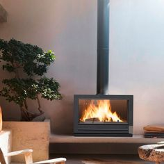 Buy Invicta Preston 14 kW Wood Burning Stove from Fast UK Delivery and lowest prices guaranteed. Preston, Foyers, Contemporary Wood Burning Stoves, Wood Stove Hearth, Antique Fireplace Mantels, Fireplace Ideas, Wood Pellet Stoves, Freestanding Fireplace, Wood Pellets