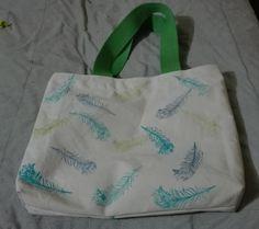 Bolso de lona pintado con stamps plumas de Pavo real