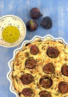 szczypta smaQ: Focaccia z figami, cebulą i macierzanką