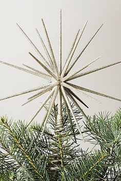 Best Christmas Tree Toppers, Christmas Themes, Christmas Fun, Christmas Ornaments, Garden Gadgets, White Garland, 3d Star, Star Tree Topper, Nature Tree