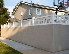 Check out these beautiful lattice fence design ideas that you will totally love! Pick the best idea that you love and decorate your backyard now! Backyard Fences, Backyard Landscaping, Outdoor Spaces, Outdoor Living, Outdoor Decor, Good Neighbor Fence, White Vinyl Fence, Front Yard Fence, Fence Gates