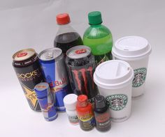 Caffeine amounts for over 700 drinks including energy drinks, sodas, coffees, and teas. Which drinks have the most caffeine and which pose a safety risk? Eat For Energy, Getting More Energy, Teen Diet, American Diet, Caffeine Addiction, Body Hacks, Nutrition, Health Articles, Health Facts