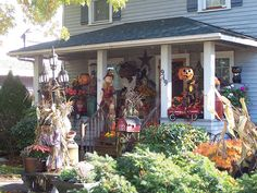 decorated to the hilt! (a house in Lynden) Halloween Yard Art, Halloween Tricks, Halloween Party Decor, Halloween House, Best Haunted Houses, Haunted Attractions, Yard Haunt, Hallows Eve, Wonderful Time