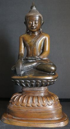 17th - 18th Century Burmese Bronze Buddha Statue on double lotus throne