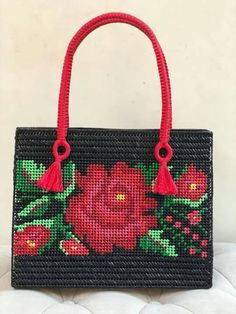 Canvas bag models - Stacha Styles - Women's style: Patterns of sustainability Plastic Canvas Stitches, Plastic Canvas Crafts, Plastic Canvas Patterns, Canvas Purse, Canvas Canvas, Tapestry Crochet, Leather Bags Handmade, Bead Art, Small Bags