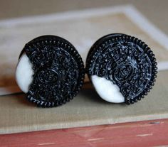 Things that look good to eat: Oreo Plugs for Stretched Ears Cute Piercings, Body Piercings, Piercing Tattoo, Plugs Earrings, Gauges Plugs, Cute Earrings, Pearl Earrings, Ear Jewelry, Body Jewelry