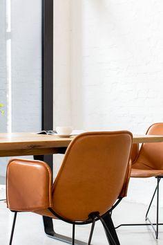 Skandinavisch Einrichten Mit LIKE Leather   Stuhl Im Skandinavischen Design.  Skandinavische Stühle Aus Leder Von MBzwo. Interioru2026 | MBzwo Design Stühle  ...