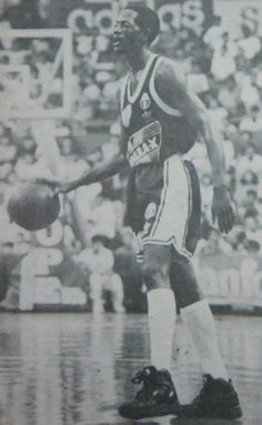 Steve Colter of the Shell Rimula X dribbled the ball in action of the 1992  PBA Third Conference at The PSC-NASA 282542267