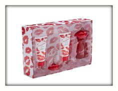 Katie Price Kissable Gift Set £25.00 4-piece gift set containing 100ml each of Kissable Eau De Parfum, body lotion and body wash with lip gloss key ring charm. Contains the scents of red grape, orange blossom, sparkling mandarin and plum, with floral tones of honeysuckle, jasmine and lily. Contains: Eau De Parfum 100ml, Body Wash 100ml, Body Lotion 100ml, Lip Gloss Keying Charm.