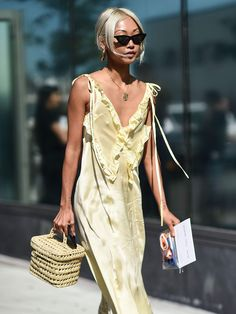How to inject your closet with some fashion-forward cool Looks Street Style, Spring Street Style, Daily Fashion, Everyday Fashion, Fashion Tips, Chic Outfits, Summer Outfits, Mellow Yellow, Dress To Impress