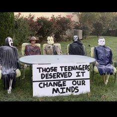 Funny Halloween Memes, Spooky Memes, Halloween Horror, Halloween Fun, Funny Halloween Pictures, Halloween Witches, Halloween Images, Halloween Makeup, Horror Movies Funny