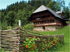 Bern, Swiss House, Hotel Pennsylvania, Alps, Places To Visit, Italy, Cabin, Country, Architecture