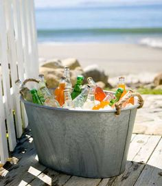 Cold Drinks in a Tub. The tub is paintable and can also be wrapped in ribbon or fabric or burlap even, really cute. A nice beach/party look. Summer Of Love, Summer Fun, Summer Time, Pink Summer, Summer Drinks, Cold Drinks, Beach Drinks, Alcoholic Drinks, Beach Fun