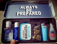 haha mia kinda has a little kit like this. =)