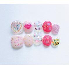 """좋아요 1,103개, 댓글 17개 - Instagram의 nailatelierりぼんchiaki ito(@nail_ribborn)님: """"heartfull design . 大きなゴールドハート、小さなパステルハート、ぷっくりリップ☀️ . オーダーありがとうございます⚡️ . #nailatelier #nail #nails…"""""""