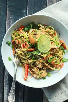 Thai Chicken Zoodles with Peanut Sauce. 15 minute Thai Chicken Zucchini Noodles recipe with Spicy Peanut Sauce only 363 calories and packed with a punch of flavor! Zucchini Noodle Recipes, Chicken Zucchini, Zucchini Noodles, Thai Chicken, Seitan Chicken, Zucchini Chips, Peanut Chicken, Zucchini Boats, Pesto Chicken