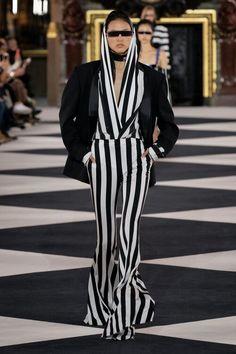 Balmain at Paris Fashion Week Spring 2020 - Runway Photos Fashion Week, Runway Fashion, Womens Fashion, Fashion Tips, Paris Fashion, Fashion Online, Balmain, Christian Dior, Look Jean