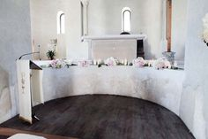 Altar decoration in white and pale pink for Ravello church http://www.weddingsontheamalficoast.com/ravello-wedding-jackie-constantin-sinagra.html