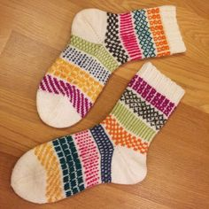Knit Shoes, Sock Shoes, Wool Socks, Knitting Socks, Stuff To Do, Mittens, Knit Crochet, Knitting Patterns, Winter Fashion