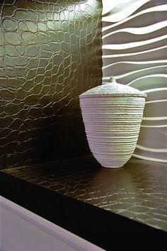 De Leather Cork-collectie is verkrijgbaar in verschillende kleuren en motieven. #kurk #wand #leer Marcel, Corner, Walls, Wallpaper, Tableware, Design, Dinnerware, Wallpapers, Tablewares