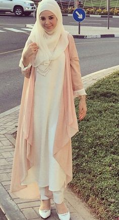 Esra sezis kigili Girls Fashion Clothes, Modest Fashion, Hijab Fashion, Girl Fashion, Fashion Outfits, Womens Fashion, Hijab Abaya, Hijab Wear, Hijab Outfit