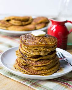 Pumpkin Pancakes with Bourbon Vanilla Maple Syrup - Spicy Southern Kitchen Pumpkin Pancakes, Pancakes And Waffles, Pancakes Easy, Potato Pancakes, Protein Pancakes, Think Food, I Love Food, Crepes, Muffins