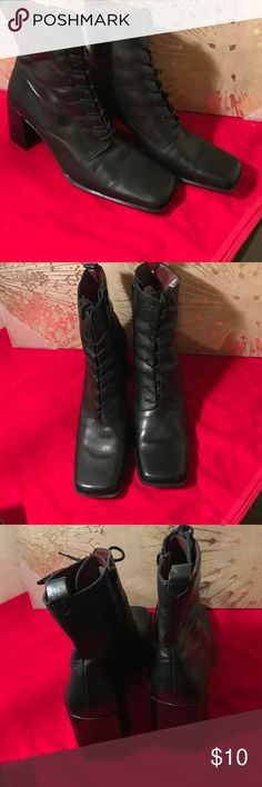 "Ladies vintage NINE WEST Black leather boots SZ9.5 Ladies vintage style NINE WEST Black leather laced up boots in great condition VERY good quality leather size 9.5 made in late 90's early 2000""s still barely worn so perfect pair to add to that 90's outfit in your closet You've been die to wear Nine West Shoes Lace Up Boots"