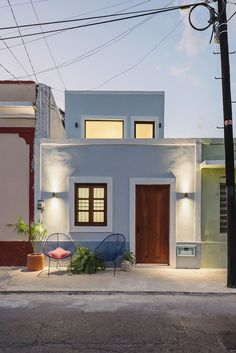 Workshop Architecture is a team of talented architects who came up with amazing construction and named it Casa Picasso. It is the best example of architecture. Workshop Architecture, Architecture Design, Beautiful Modern Homes, Small Terrace, Narrow House, Building A Pool, House Front, House Tours, Interior And Exterior