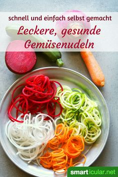 Gemüsenudeln selber machen – die gesunde Nudelalternative Instead of eating noodles from low-vital white flour, you can turn different types of vegetables into delicious and healthy vegetable spaghetti. Veggie Recipes, Healthy Dinner Recipes, Vegetarian Recipes, Vegetarian Ramen, Ramen Recipes, Salad Recipes, High Carb Foods, No Carb Diets, Vegetarian Meals