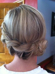 Perimeter braid with a knot