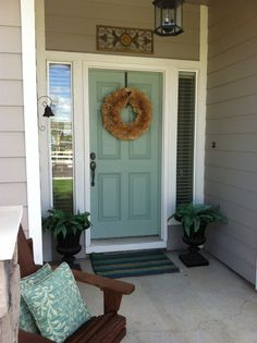 This should be my front door! door color Benjamin Moore - Wythe Blue, for the front door. I think we have a winner and I may have convinced my other half! Front Door Colors, Front Door Decor, Front Doors, Front Entry, Door Paint Colors, Exterior Colors, Exterior Paint, Exterior Design, Benjamin Moore Wythe Blue